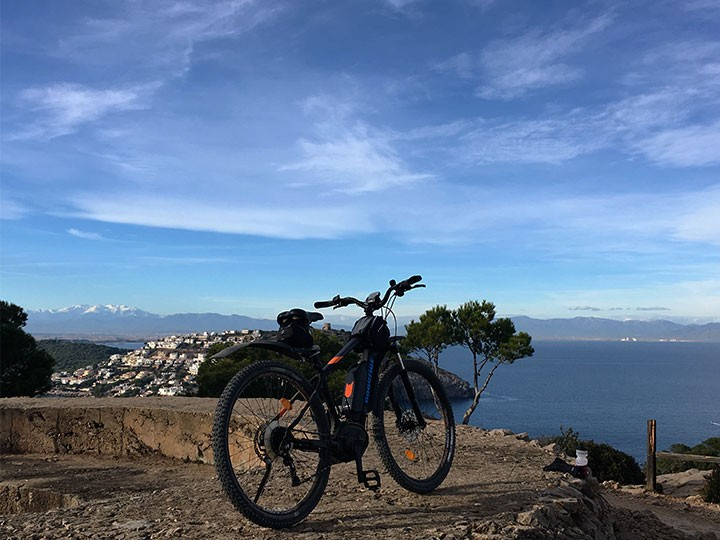 Bicycle / e-bike tours and trekking